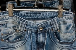 300px-Blue_jeans_on_hangers